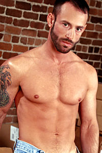 male muscle gay porn star Robert Black | hotmusclefucker.com