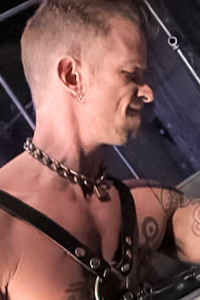 male muscle gay porn star Chad Thomas | hotmusclefucker.com