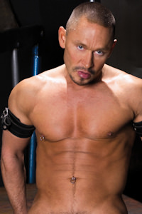 male muscle gay porn star Matt Colmar | hotmusclefucker.com
