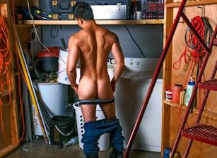 gay muscle porn clip: Industrial Hands - Hunter Vance, on hotmusclefucker.com