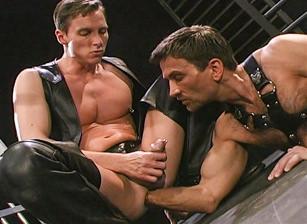 gay muscle porn clip: Butt In - Matt Sizemore & Steve Pierce, on hotmusclefucker.com